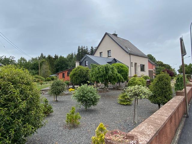 Kleines Einfamilienhaus mit großem Grundstück auf Rentenbasis zu verkaufen