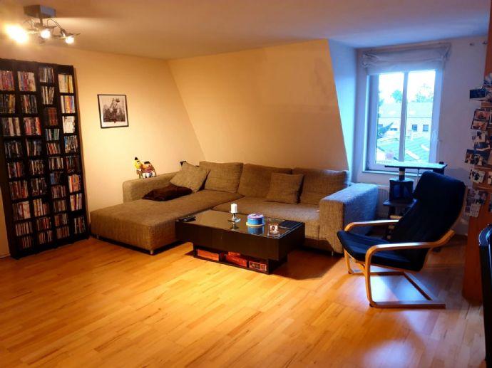 Schöne 3-Zimmer-Dachgeschoss-Wohnung mit Süd Balkon