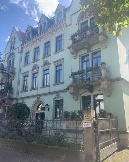 Repräsentativer Altbau in Blasewitz: Bezugsfreie Maisonettewohnung