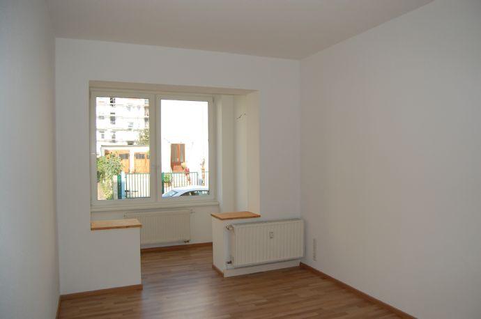 moderne 2-Raum-Wohnung mit Einbauküche