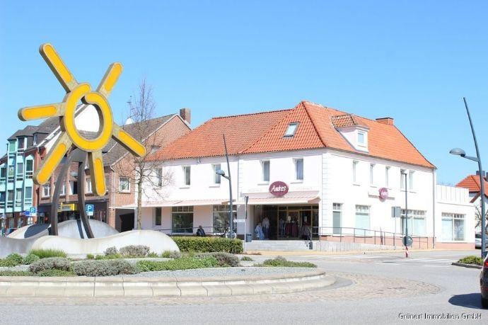 Im Herzen von Grömitz Wohn-/Geschäftshaus mit drei Wohnungen und einer Gewerbeeinheit auf Eigenland - Gesamtfläche ca. 555 m²