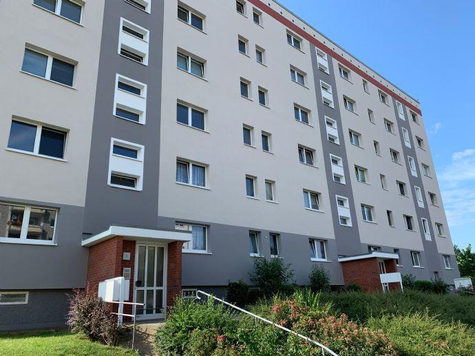 Große 2-2/2-Raumwohnung mit Badewanne und Balkon