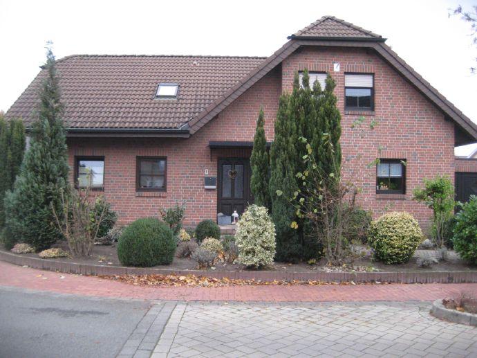 Freistehendes Wohnhaus mit 2 Dachappartements