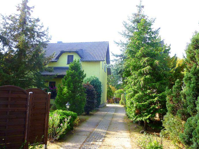 Einfamilienhaus auf großem sonnigen Grundstück mit Doppelgarage, Pavillion, Gartenhaus und Pool
