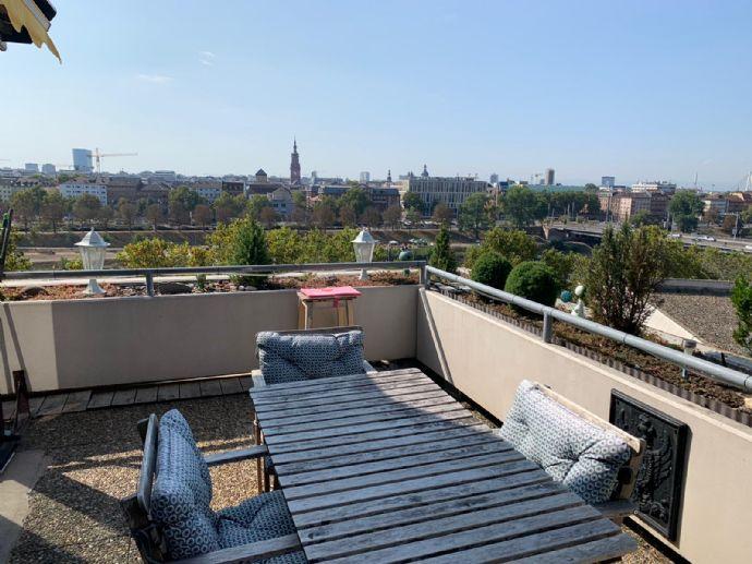 3-Zimmer-Dachterrassenwohnung auf 109 m²  mit unverbaubarem Neckarblick