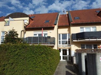 Individuell geschnittene Dachgeschosswohnung Maisonette mit 2 Balkonen, EBK und 2xTG
