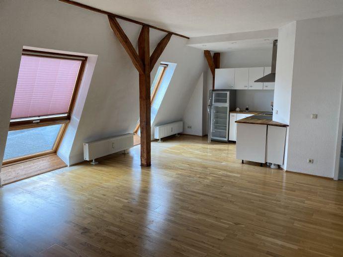 Sehr schöne 3 Raum DG Wohnung in bester Lage