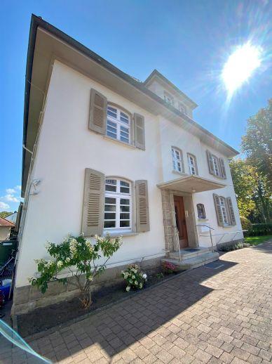 Herrschaftliche 5 Zimmer Altbauwohnung mit Balkon direkt am Kurpark