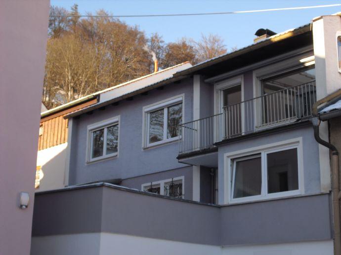 Renovierte Hochparterre-Wohnung mit 4 Zimmern