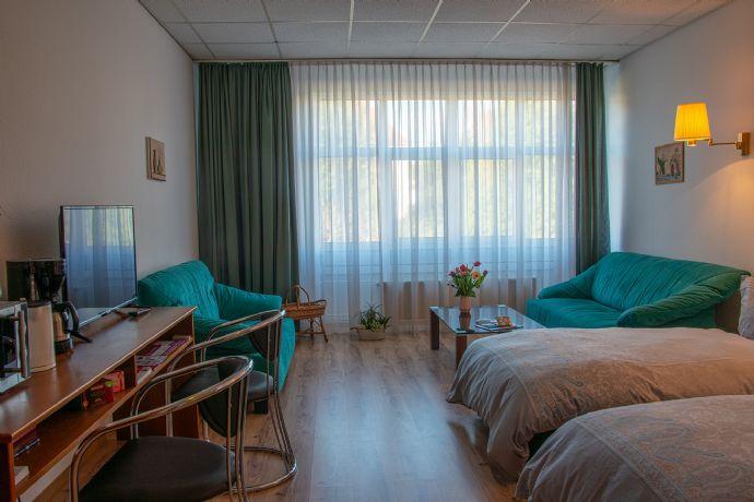 Voll Möbiliertes Wohn- oder Büroappartement. Auch tageweise als Hotelzimmer mit Wäsche zu vermieten Parkplatz vorhanden