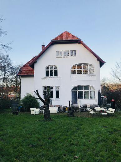 Neustadt/Ostsee - Courtage 3,90 % Etwas Besonderes in Ostseenähe - Stilvolle Villa - 12 Zimmer