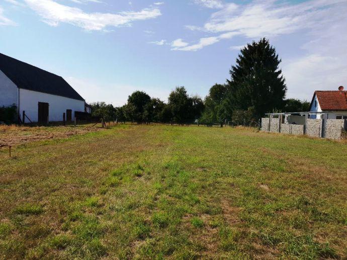 Nähe Ingolstadt! Sonniges Baugrundstück für ein Einfamilien- oder Doppelhaus mit zwei Vollgeschossen (E+1) in ruhiger Lage von Oberstimm!