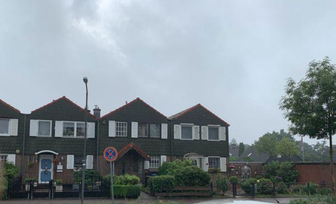Reihenmittelhaus mit Terrasse, Garten und Garage - FREI