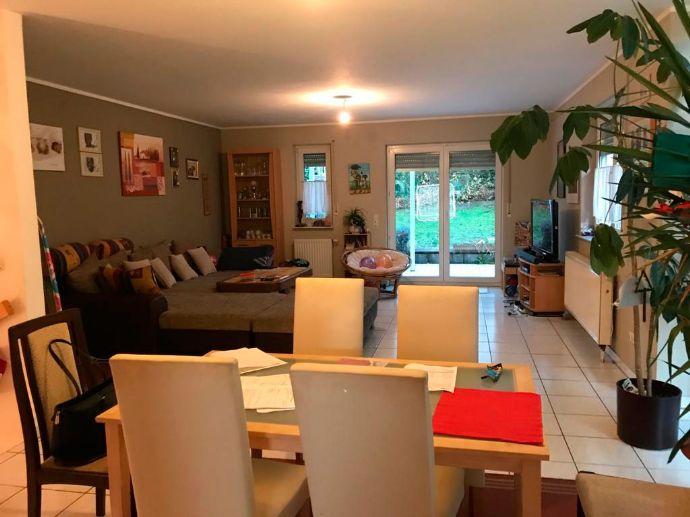 Wunderschöne, neuwertige Doppelhaushälfte - Feldrandlage ---- mit kleinem Garten und Terrasse