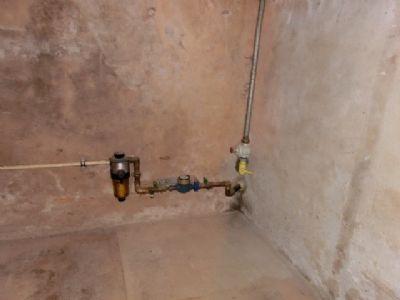 Wasser- und Gasanschluss