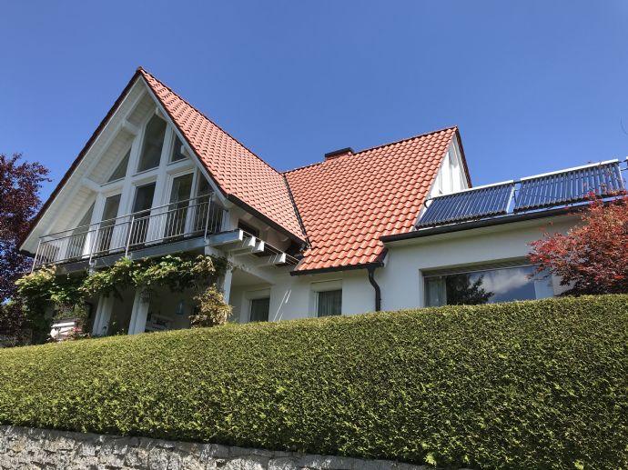 Geschmackvolles und gepflegtes Landhaus mit separater Einliegerwohnung im schönen Frankenwald