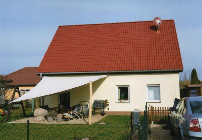Bezugsfertiges Wohnhaus mit schönem, gepflegtem Grundstück