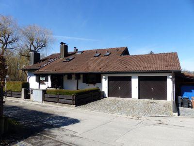 Ostseite Haus - Garagen