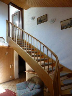 offene Holztreppe zum DG