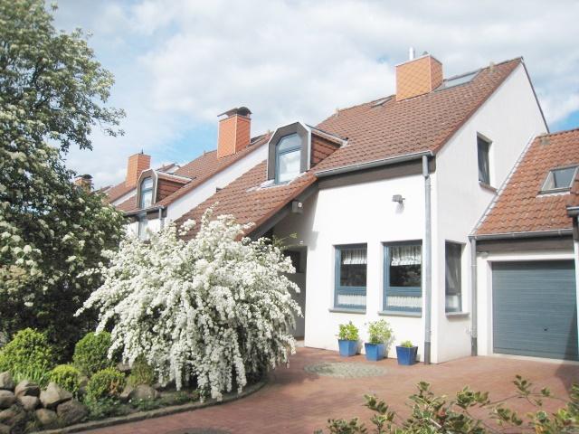 Wohnen im Schloßparkviertel…attraktives EFH - Kettenhaus mit idyll. Garten und Garage