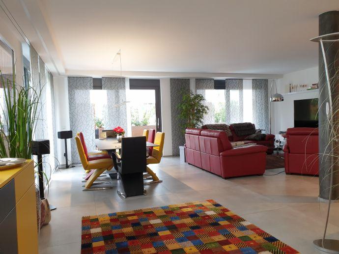 SAARLOUIS/STADTNAH - EXKLUSIV UND BARRIEREFREI MIT CA. 120 m² WOHNFLÄCHE INKL. DESIGNERKÜCHE, EIN