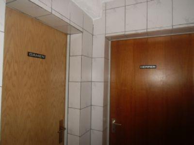 Gewerberaum mit separaten Toiletten