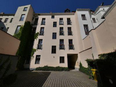 Hinterhaus mit französischen Balkonen