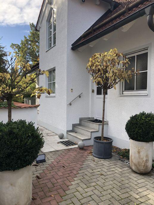 Einfamilienhaus mit Terrasse und Garten in München