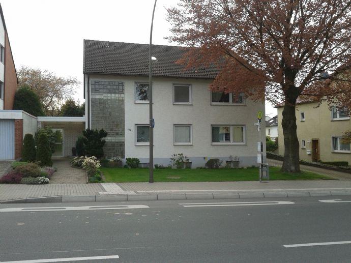 3-Zimmer-Wohnung mit Balkon,  ab sofort an Ehepaar o. Dame/Herrn mittl. Alters zu vermieten. Keine Tiere. Nichtraucher erwünscht.