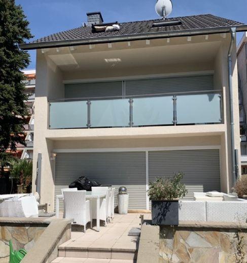 ZUM VERLIEBEN Freistehendes Haus mit gehobener Ausstattung und Garten