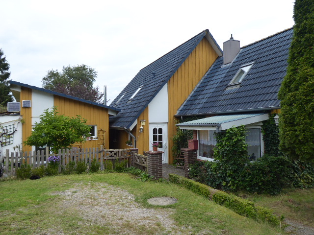Individuelles 140 m²-Einfamilienhaus nebst variabel nutzbarem Nebengebäude und großem Grundstück in Stolpe