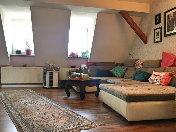 Charmantes und durchgehend modernisiertes Einfamilienhaus!