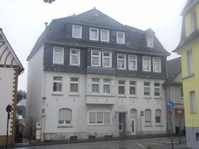 Erdgeschosswohnung mit drei großen Zimmern, Wohnküche, Diele, Bad ab 01.03.2020. Kein Balkon / keine Garage