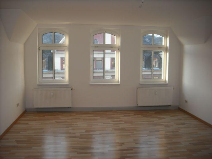 Schöne 2-Zimmer- Dachgeschoßwohnung in zentraler
