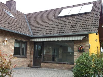Gro es freistehendes ein zweifamilienhaus for Einfamilienhaus oder zweifamilienhaus
