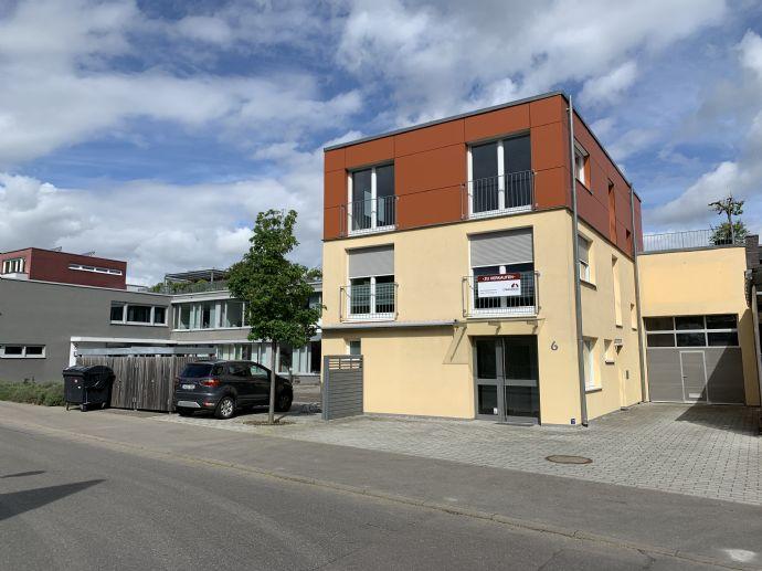 Exklusive, helle Maisonettenwohnung samt Gewerbeeinheit im Mühlenviertel in Tübingen. Dachterrasse, Garage, Stellplätze im Freien, Solar, EBK,...