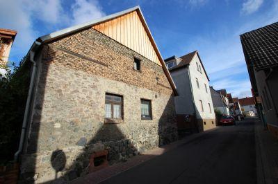 Abriss oder Sanierung ? Kleines 2-Familienhaus mit Scheune und kleinem Häuschen