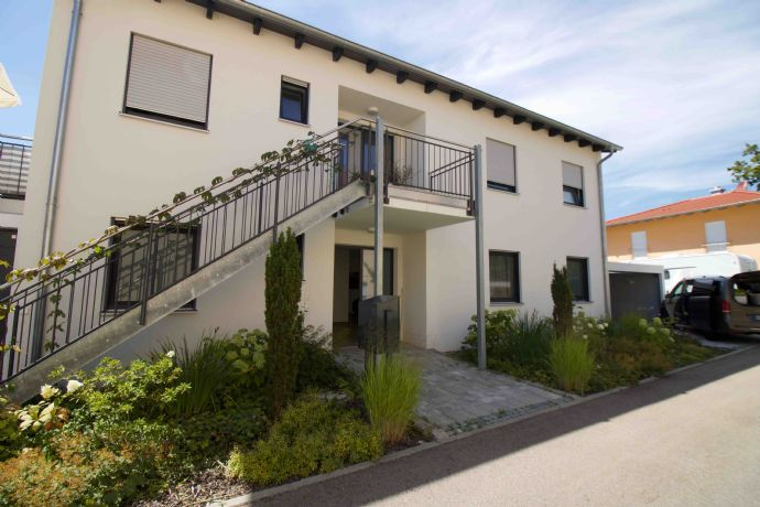Im Zweiparteienhaus!! Helle und moderne 4-Zimmer-Wohnung in Sinzing