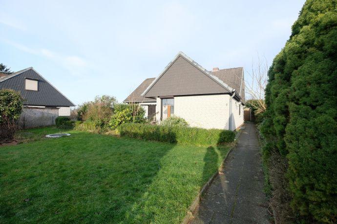 Winkelbungalow mit ausgebautem Dachgeschoss und eigenem Garten Nähe Bad Segeberg