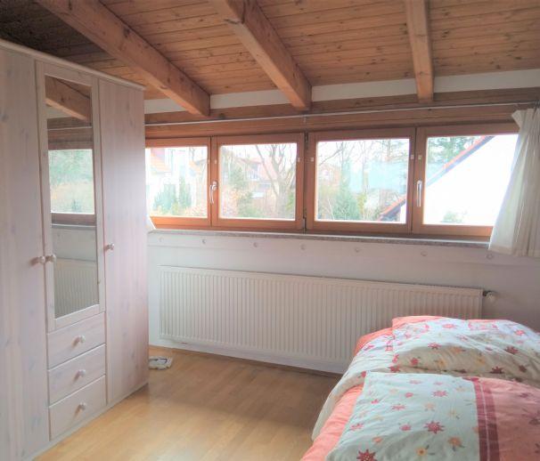 Für Wochenendheimfahrer - Möblierte 1-Zimmer-DG-Wohnung in ruhiger Lage Nähe Schaeffler AG