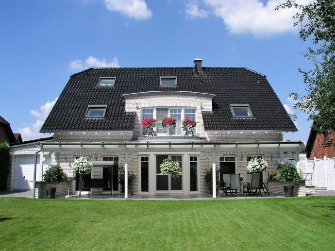 Luxuriöses Einfamilienhaus mit Einliegerwohnung oder Gewerbeteil in Beckum