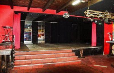 8 - Lokal (Bühne)