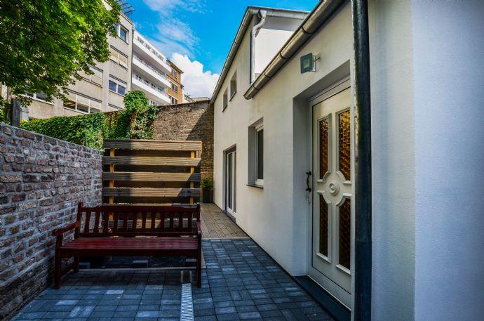 Luxuriöses Wohnhofloft mit Galerie,Werkstatt, Büro, Ausstellung, möbliert mitten in der Stadt
