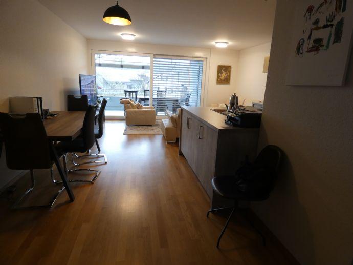 Moderne 4-Zimmer-Wohnung mit zwei Balkone und zwei Tiefgaragenstellplätze
