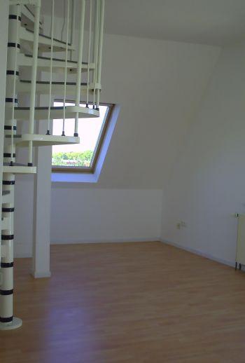 helle, frisch renovierte 2 Z mit offener Küche DB-DG-Wohnung mit zusätzlichen 20qm Spitzbodenzimmer