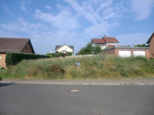 Blankenheim: Voll erschlossenens Baugrundstück in schöner Lage, 21 m Straßenfront.