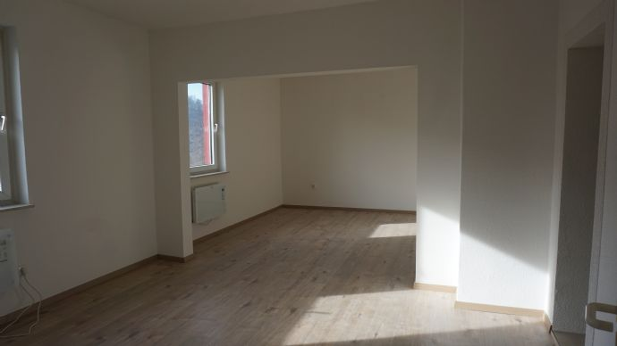 helle, NEU renovierte 3 Zimmer Wohnung, direkt am Wald