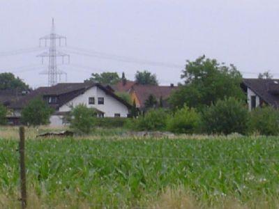 Vorn:1.Bauerw.-Land,2.Zaun,3.Feld+Häuser