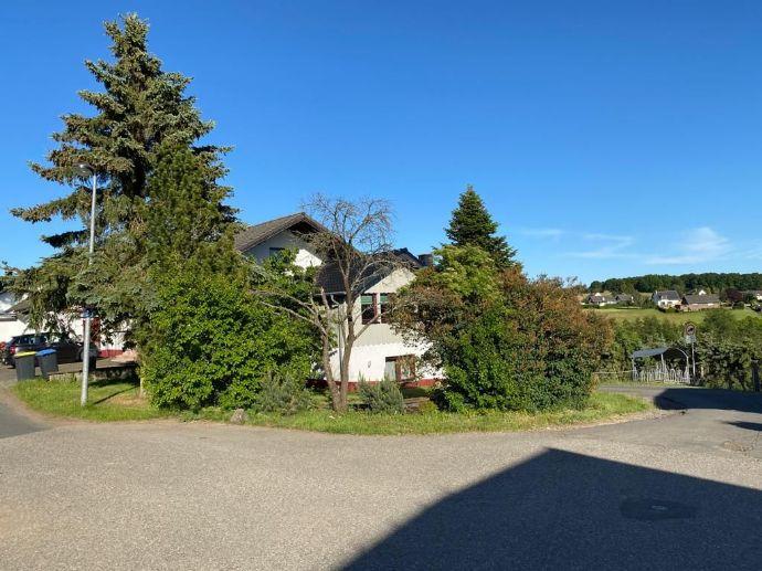 Freistehendes Landhaus in herrlicher, unverbaubarer Lage, Blick auf den Michelsberg in leichter Höhenlage ca. 550 m, in Mahlberg OT Bad Münstereifel
