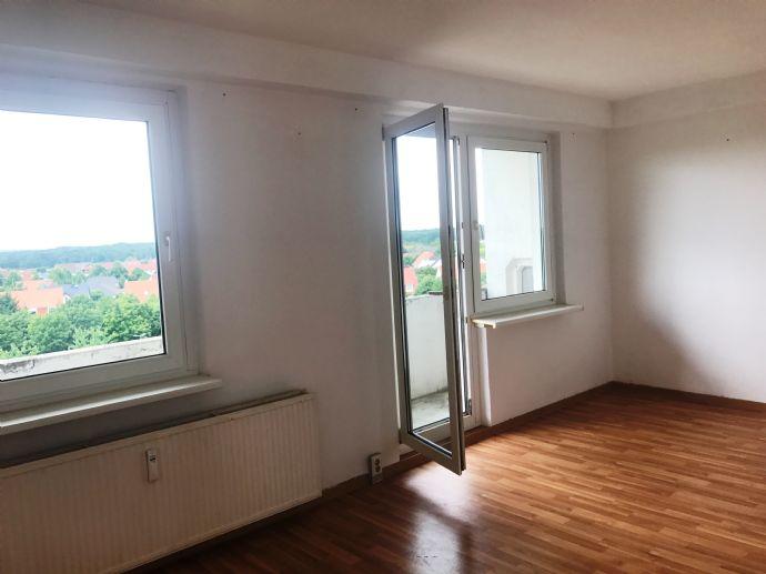 renovierte 3- Zimmer Wohnung mit großem Balkon